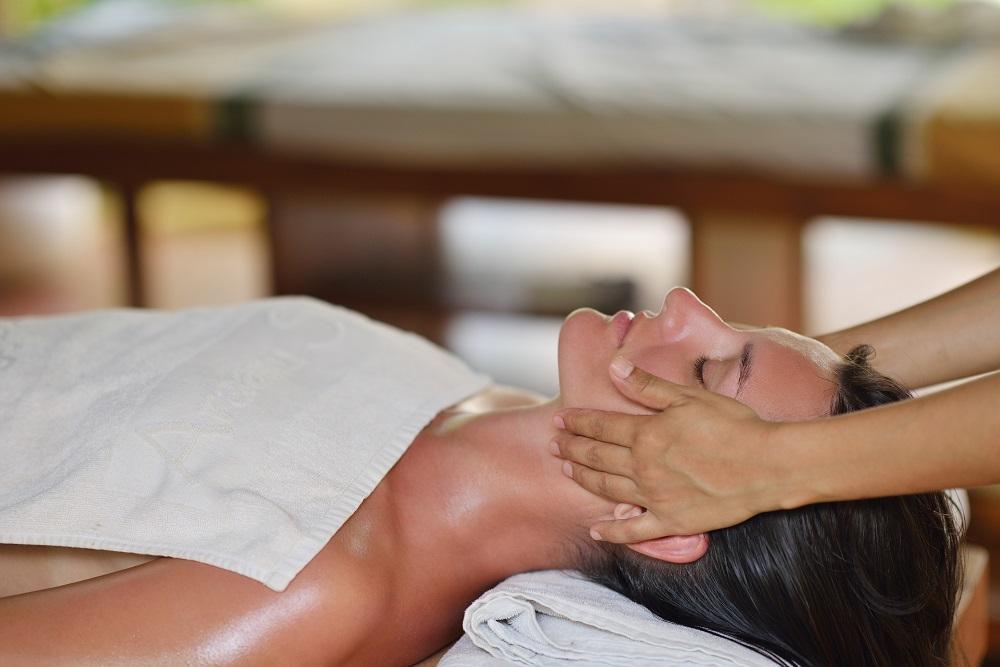 Relaxing Essential Oils for Better Living